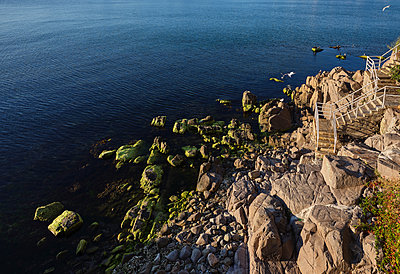 Bulgaria, Stone staircase on  a beach - p390m2215596 by Frank Herfort