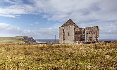 Ruin by the sea - p1234m1050275 by mathias janke