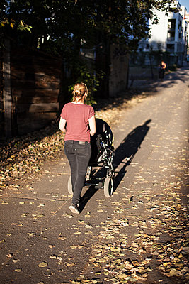 Woman with stroller - p795m2020886 by Janklein
