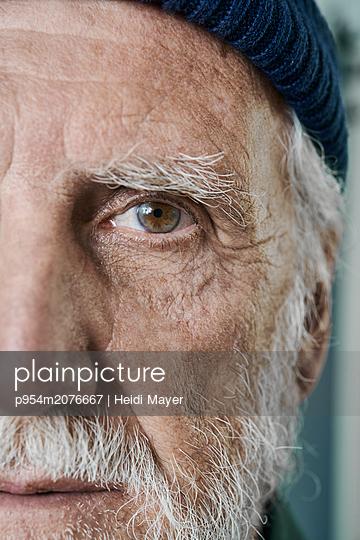 Porträt Detail - p954m2076667 von Heidi Mayer