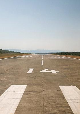 Runway - p1100713 by B.O.A.