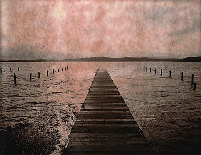 Pontoon on lake - p1148m938311 by Nicolas Poizot