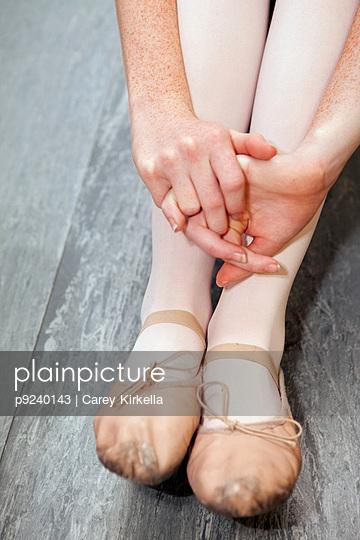 Ballet dancer sitting on floor