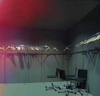 Garderobe - p230m889827 von Peter Franck