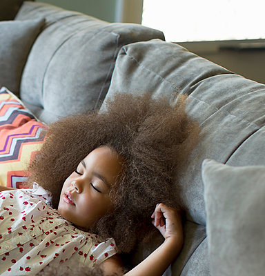 Mixed race girl sleeping on sofa - p555m1479158 by Inti St Clair