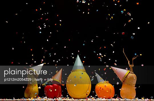 Obst und Gemüse Party mit Konfetti - p1212m2054229 von harry + lidy
