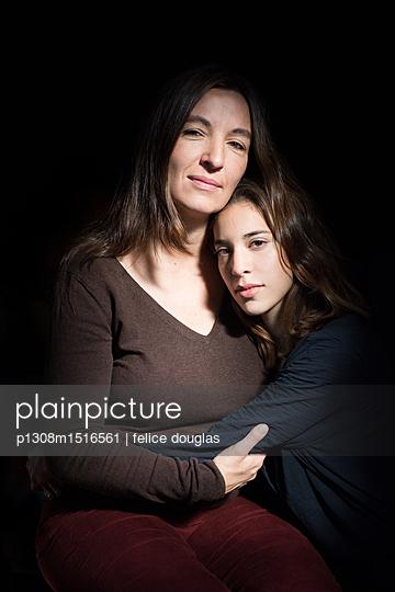 Mutter und Tochter - p1308m1516561 von felice douglas