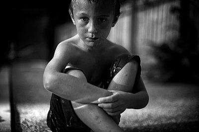 Thinking boy - p1169m955951 by Tytia Habing