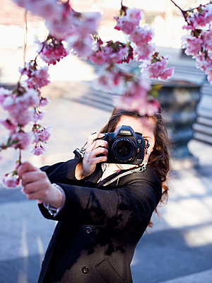 Taking pictures - p1507m2044037 by Emma Grann