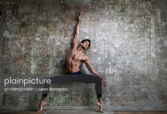 Ballet dancer - p1139m2210691 by Julien Benhamou