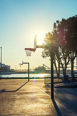 Basketballfeld in San Diego - p1436m1496702 von Joseph S. Giacalone
