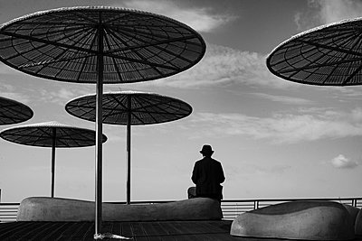 Lonely man - p1484m2203588 by Céline Nieszawer