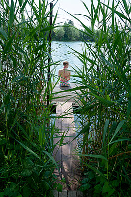 Woman by the lake - p427m2108897 by Ralf Mohr
