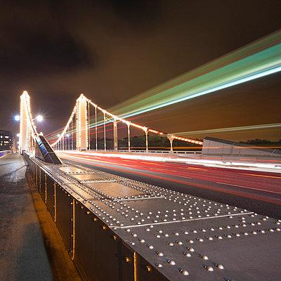 Time lapse view of Chelsea Bridge - p42917049 by Alex Holland