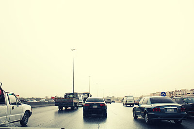 Ein Highway bei Gegenlicht - p627m1035288 von Julius Steffens