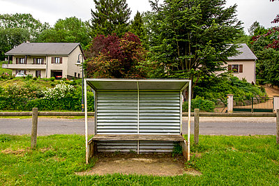Roofed seat by the roadside - p813m1159504 by B.Jaubert