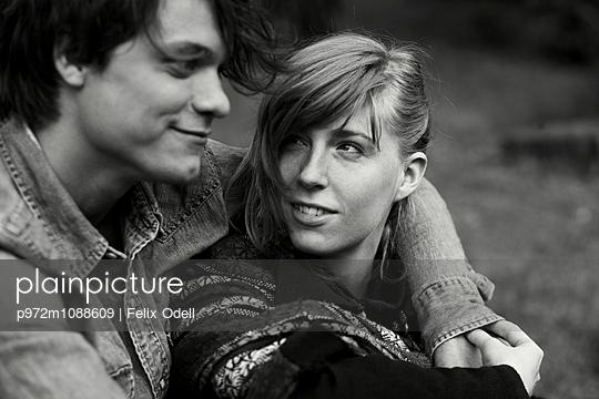 Porträt eines glücklichen Paares - p972m1088609 von Felix Odell