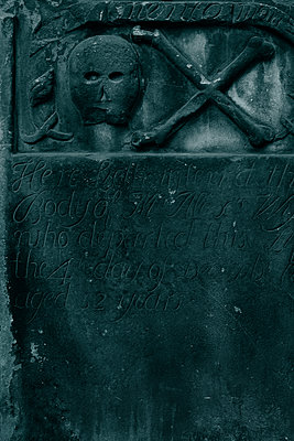 Gravestone, 18th century, London - p1028m2030721 by Jean Marmeisse