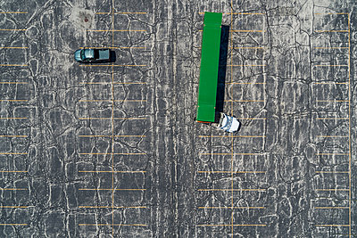 Truck Turning, Parking Lot, Green Bay, Wisconsin - p1166m2094223 by Cavan Images