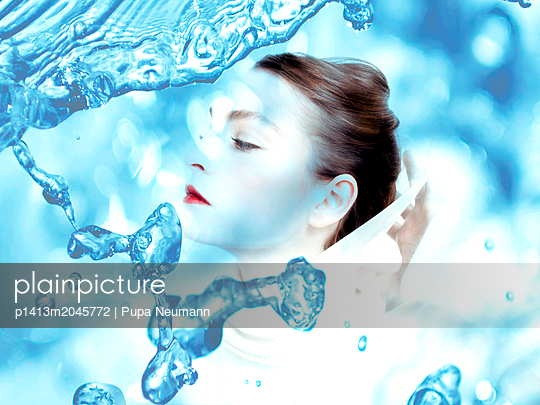 Woman and water droplets - p1413m2045772 by Pupa Neumann