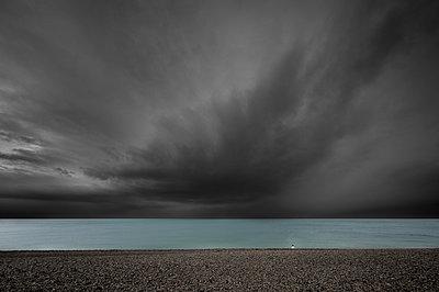 p1137m1172494 by Yann Grancher