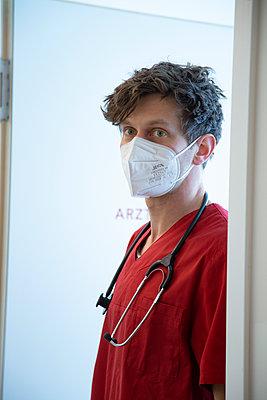 Tired doctor - p1650m2272172 by Hanna Sachau
