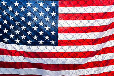 US-American flag on fence, close up - p300m2140124 by Sus Pons