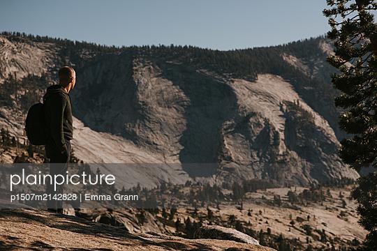 Wanderer im Yosemite - p1507m2142828 von Emma Grann