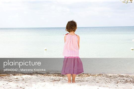 Kleines Mädchen am Strand - p8940042 von Marzena Kosicka