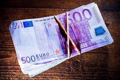 500 euro note - p4130330 by Tuomas Marttila