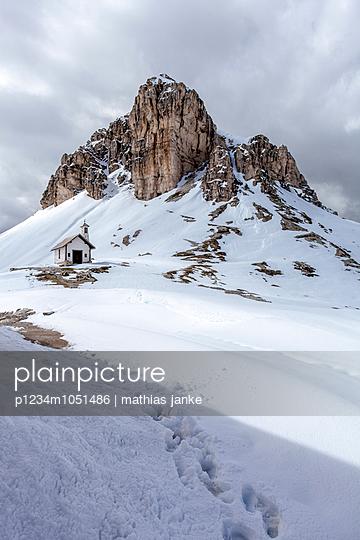 Kirche im Schnee - p1234m1051486 von mathias janke