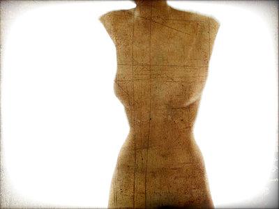 Reinvented Venus de Milo - p1513m2037605 by ESTELLE FENECH