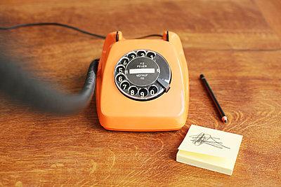 Telefon mit Wählscheibe - p214m1000348 von hasengold