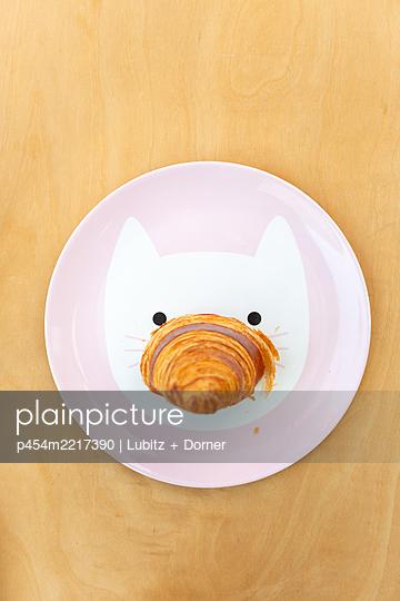 Croissant snout  - p454m2217390 by Lubitz + Dorner