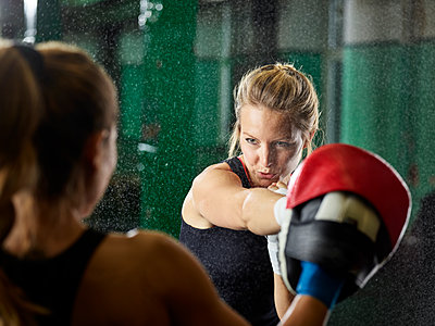 Two women having martial arts training - p300m1549915 by Christian Vorhofer