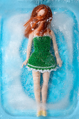 Doll in ice - p971m2247694 by Reilika Landen