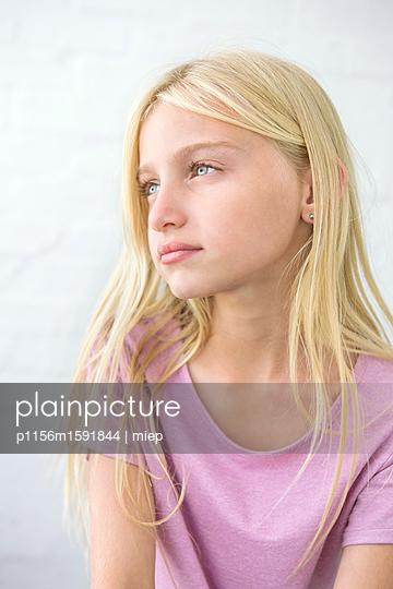 blondes Mädchen - p1156m1591844 von miep