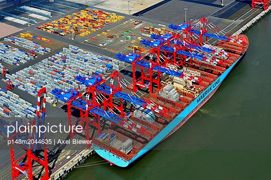 Containerschiff - p148m2044635 von Axel Biewer