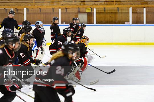 Girls skating during ice hockey training - p352m2121369 by Folio Images
