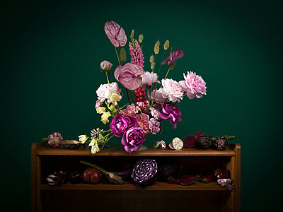 Composition vegetable and flowers - p1371m1573797 by virginie perocheau