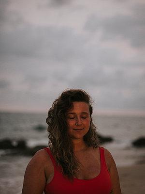Vietnam, Woman by the sea - p1507m2272669 by Emma Grann