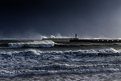 Surging billows on the coast - p910m1159386 by Philippe Lesprit