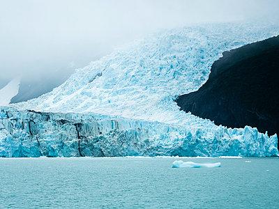 Argentina, Patagonia, El Calafate, Puerto Bandera, Lago Argenti, Parque Nacional Los Glaciares, Estancia Cristina, Spegazzini Glacier, iceberg - p300m1587303 by Martin Moxter