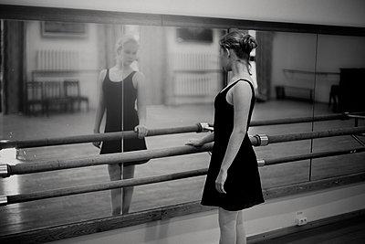 Caucasian ballerina standing at barre - p555m1306061 by Vladimir Serov