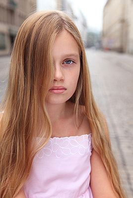Young girl - p045m853533 by Jasmin Sander