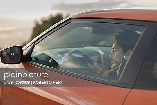 Man behind wheel - p429m2090609 by ROBERTO PERI