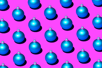 Christmas baubles - p1149m2141755 by Yvonne Röder