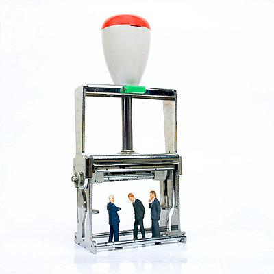 Businessmen under pressure - p8130417 by B.Jaubert