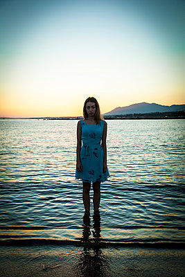 Young woman in a lake - p985m890746 by Lia G