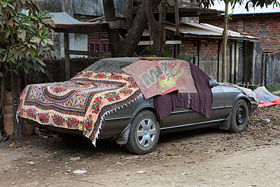 Covered car - p637m1021254 by Florian Stern